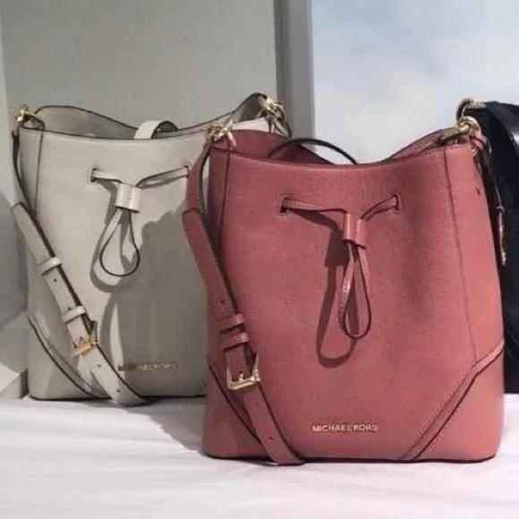 a6b26f731cb3 Michael Kors Bags | Nicole Large Bucket Bag | Poshmark